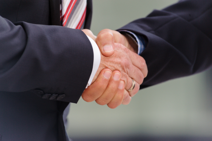 handshake-suits Parties Agree On MidAmerican's 2 GW Iowa Wind Project