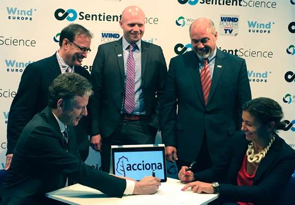 acciona_signing600w Acciona And Sentient Science Commit To Improved Wind Turbine Performance