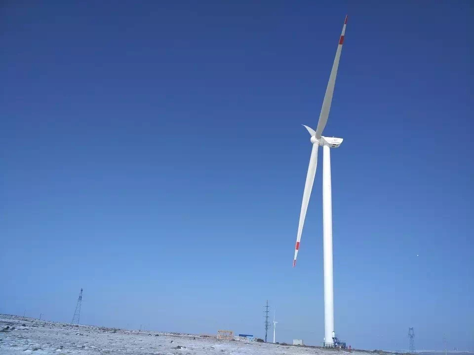 113750 LM Wind Power Installs Blades On Goldwind's New 3 MW Platform