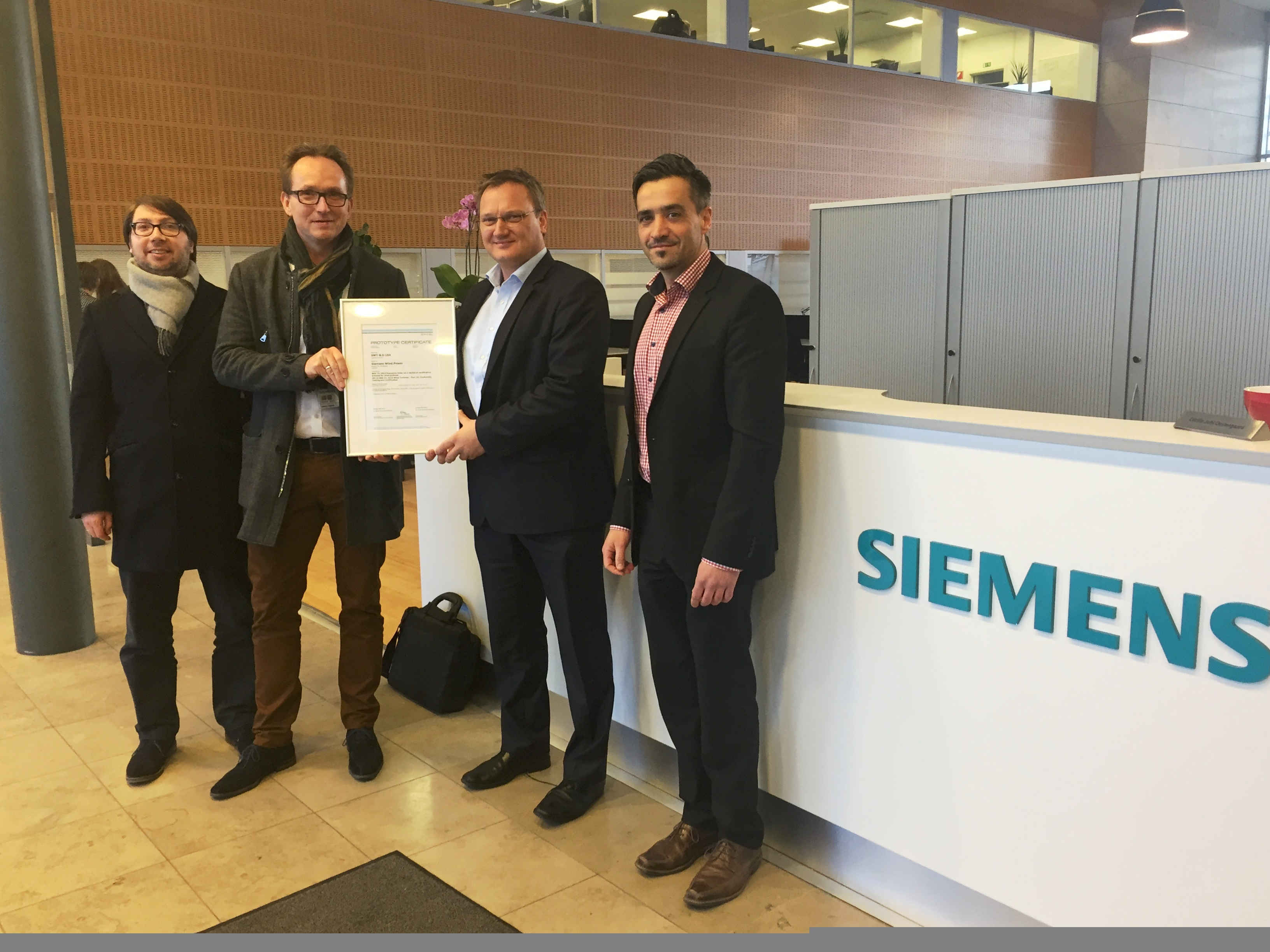 20160117_CertificateHandover Siemens Wins Certification For New 8 MW Platform