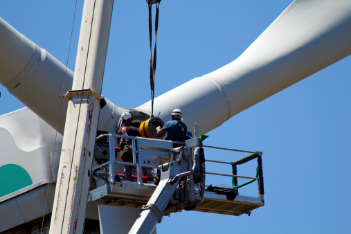 SRE Certifies Technicians, Search-And-Rescue Teams For Turbine Rescues