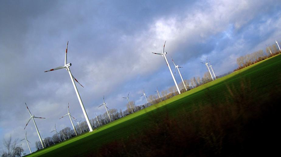 iStock_101155509_SMALL Patented Wind Turbine Monitor Unveiled By Massachusetts Nonprofit