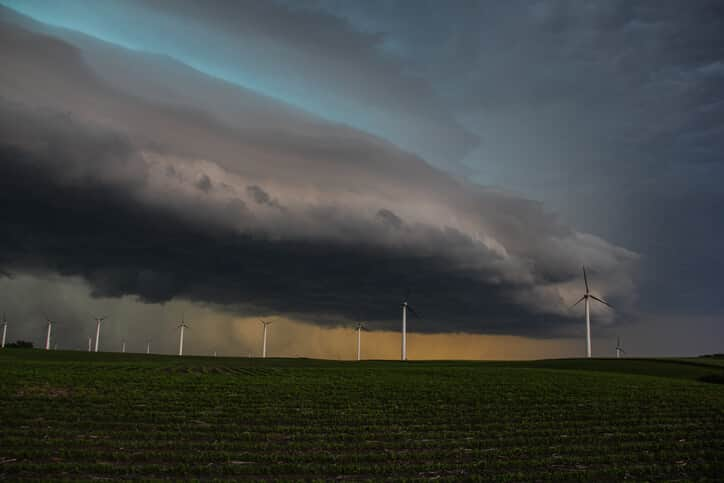 wind turbine thunderstorm