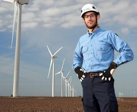 Wind-650-Los_Vientos_Employee-e1502802466343 Duke Energy Carolinas Seeks 500 MW Of Wind